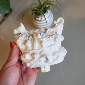 Gorgeous vintage Noah's ark ceramic nightlight